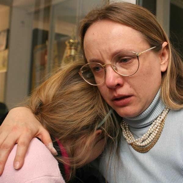 - Nie chcę chodzić do tej szkoły - mówi z płaczem Ela. Pani Anna szuka nowej szkoły dla swojej córki.