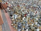 Jak wygląda grób Krzysztofa Krawczyka w Grotnikach? Tłumy fanów odwiedzają grób Krzysztofa Krawczyka! ZOBACZ ZDJĘCIA 22.06.2021