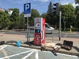 Na placu Zwycięstwa w Słupsku postawiono ładowarkę dla pojazdów elektrycznych [zdjęcia]