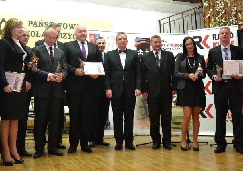 Laureaci tegorocznej edycji Jaskółek Biznesu podczas uroczystego wręczenia statuetek.