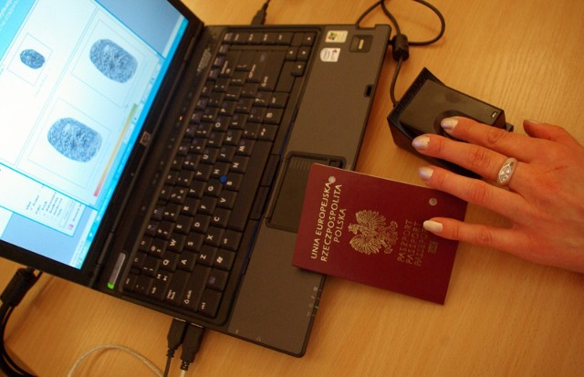 Nowy dowód osobisty będzie zawierał m.in. utrwalony w tzw. warstwie elektronicznej odcisk palca właściciela