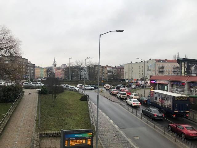 Rondo Giedroycia w Szczecinie, godz. 14.01