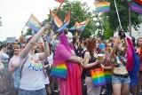 Marsz Równości w Częstochowie: Tęczową Matkę Boską ochraniał kordon policji. Awantura pod Jasną Górą z przeciwnikami Marszu Równości