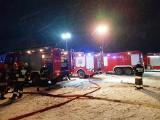 Ruda. Pożar budynku gospodarczego. Pięć zastępów straży pożarnej walczyło z ogniem (zdjęcia)