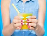 Paznokcie na lato 2021: wzory i pomysły na wakacyjne paznokcie. Jakie trendy podbijają serca? Piękne paznokcie na lato i wakacje ZDJĘCIA