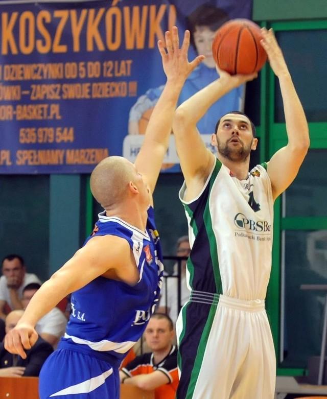 PBS Bank Efir Energy MOSiR Krosno w trzecim meczu półfinałowym przegrał z AZS WSGK Kutno 61-76 (16-21, 15-23, 12-20, 18-12).