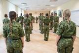 Nowi funkcjonariusze Podlaskiej Straży Granicznej. 15 nowych pograniczników złożyło ślubowanie. Wśród nich jest osiem kobiet [ZDJĘCIA]