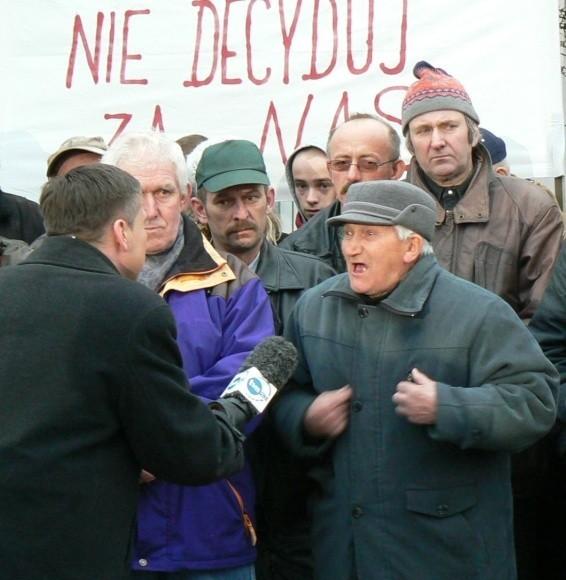 - Zostawcie nas w spokoju, my chcemy mieszkać na wsi. Gdy zajdzie potrzeba, to pojedziemy do Warszawy i tam będziemy przekonywać premiera do naszych racji – mówili ci, którzy nie chcą do miasta.