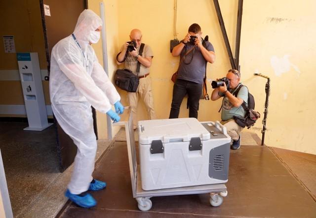 - 23 września 2020 r., etap produkcji został zakończony, a w jego wyniku powstało ponad trzy tysiące ampułek Immunoglobuliny anty-SARS-CoV-2, które po zakończeniu wymaganych badań jakościowych, w tym badań stabilności produktu, zostaną przekazane do badań klinicznych – oświadczył na konferencji prasowej Marcin Piróg, prezes zarządu Biomed Lublin S.A.