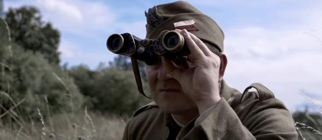 """""""Kryptonim BOA"""" to film o ppor. Stefanie Pabisiu, dowódcy Bojowego Oddziału Armii z Wołkowyska. Losy tego bohatera związane są m.in. z Koszalinem i Bobolicami. Żołnierz zmarł w 2003 roku."""