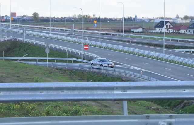 Rozpoczęły się prace nad dokumentacją niezbędną do wybudowania obwodnic Kruszwicy i Strzelna. Generalna Dyrekcja Dróg i Autostrad podpisała umowę z wykonawcą studium techniczno-ekonomiczno-środowiskowego