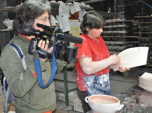 Ekipa koreańskiej telewizji KBS Word TV w zakładach Porcelany Ćmielów. (fot. Mirosław Rolak)