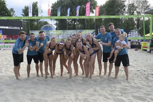 Siatkarki Grot Budowlanych Łódź, trenerzy i prezes Marcin Chudzik w doskonałych humorach