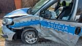Wypadek radiowozu na Wiejskiej w Białymstoku. Policyjny fiat zderzył się z oplem (zdjęcia)