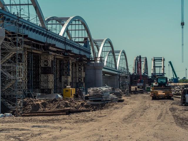 Małkinia Górna. Most kolejowy będzie miał drugą nitkę, już trwa budowa