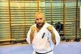 """Zielonogórski policjant Mariusz Cielepa to instruktor kick boxingu, karate Kyokushin i MMA. Wygrał też plebiscyt """"GL"""" i został Trenerem Roku"""