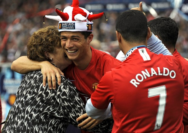 Portugalczyk zanotował dwa trafienia w starciu z Boltonem, które były dla niego kolejno 32. i 33. bramkami w sezonie. Pobił tym samym rekord George'a Besta z 1968 roku. Ronaldo zakończył ten sezon z 42 golami i ośmioma asystami na koncie w 49 występach. Wykręcając taki wynik, wygrał Złotego Buta dla najlepszego strzelca w Europie.