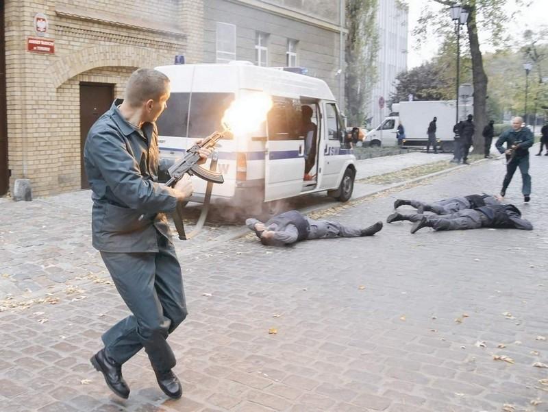 uciekają z toruńskiego aresztu śledczego.
