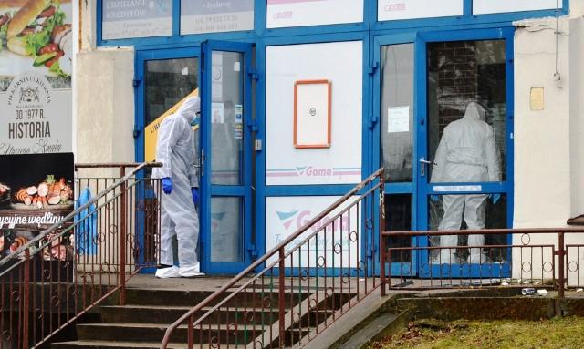 Policjanci tuż przed godziną 4 otrzymali zgłoszenie o włamaniu do bankomatu przy ul. Domańskiego.
