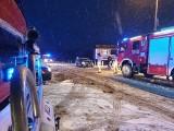 Gmina Dobrzany. Na przejeździe kolejowym w Ognicy volkswagen polo wjechał w pociąg osobowy - 23.01.2021