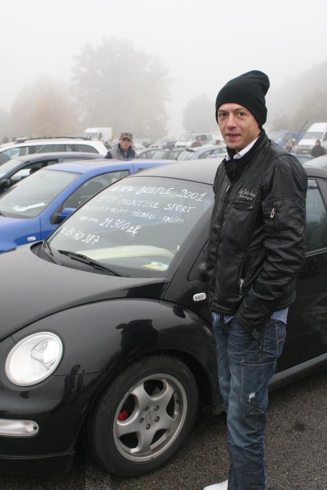 Pan Grzegorz po ubiegłotygodniowej wizycie w Miedzianej Górze wczoraj obniżył cenę swojego auta o 700 zł i nadal cze-kał na nabywcę.