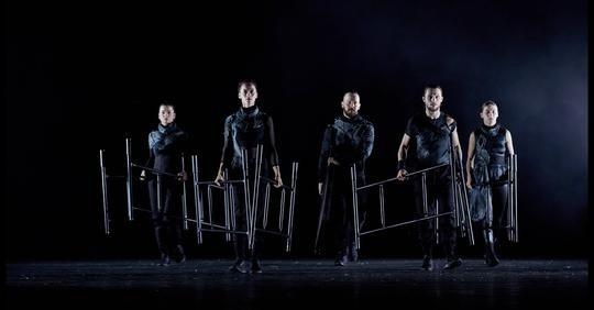 """W sobotę,  2 października o godzinie  19 w sandomierskim Porcie Kultury odbędzie się niezwykły spektakl """"Kepler 22b"""" B'cause Dance Company w reżyserii Bartka Woszczyńskiego."""