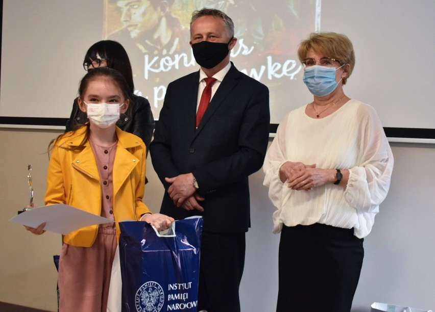 Uczniowie ze świętokrzyskich szkół nagrodzeni w konkursie o Żołnierzach Wyklętych [ZDJĘCIA]