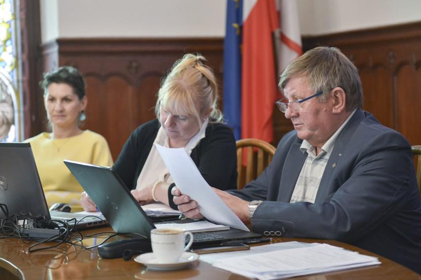 Na poniedziałkowym posiedzeniu komisji mówiono o czystości i uchwale o ulgach dla studentów.