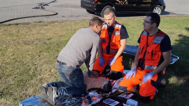 Kierowcy przyłapani na wykroczeniach w ruchu drogowym wcielali się w pracowników służb, które pracują na miejscu wypadku drogowego. To musiało przemówić do wyobraźni