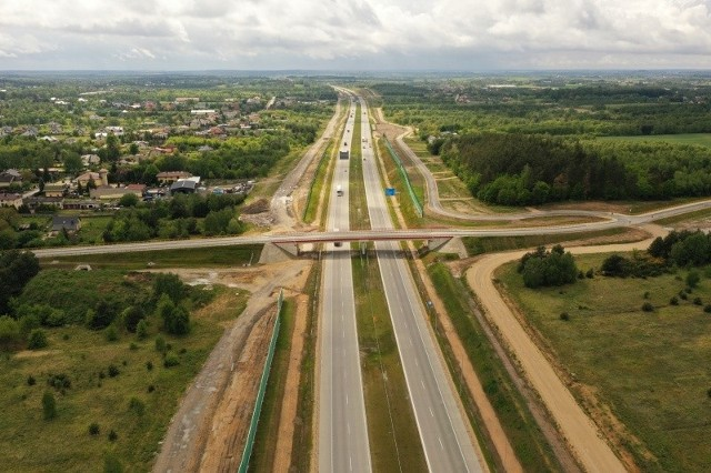 Tak wygląda przejezdny już odcinek F autostrady A1, nazywany autostradową obwodnicą Częstochowy.Przesuwaj zdjęcia w prawo - naciśnij strzałkę lub przycisk NASTĘPNE