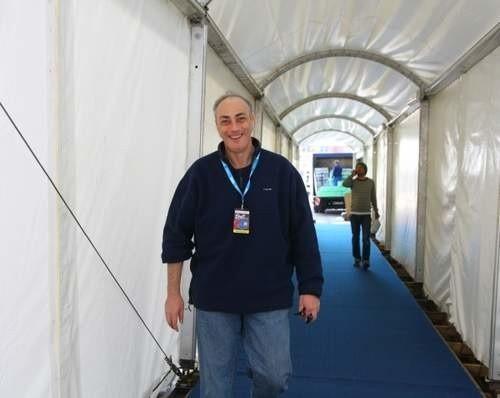 Jarosław Grzelak, producent festiwalu: - Zbudowaliśmy specjalny tunel łączący budynek dawnych koszar ze sceną.