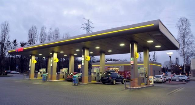 """Kibice Zawiszy zrobili """"promocję"""" na stacji benzynowej w Kruszowie pod Tuszynem"""