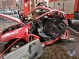 Auto roztrzaskało się na słupie. Za kierownicą 16-latek, 13-latek walczy o życie