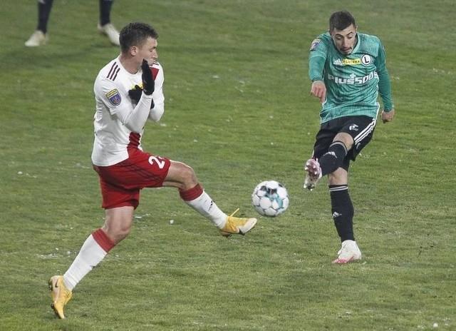 Łodzianie (biało-czerwone stroje) postraszyli Legię, ale odpadli z Pucharu Polski