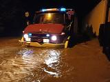 Wieliczka popłynęła. Woda zalała ulice, posesje, siedziby służb ratowniczych