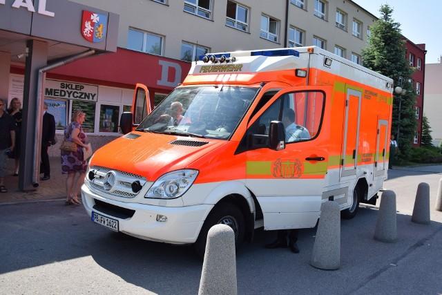 Wojewódzki Szpital w Przemyślu dostał za darmo karetkę mercedes. Dziewięcioletni ambulans to dar władz niemieckiego miasta Paderborn dla Przemyśla. Oba miasta od wielu lat współpracują ze sobą. W 2012 r. Niemcy przekazali szpitalowi dwie karetki a wcześniej dwa autobusy.