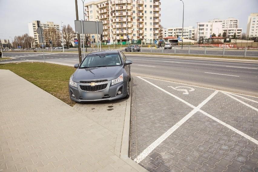 Mistrzowie parkowania utrapieniem ulicy. Ich błędy są niewybaczalne