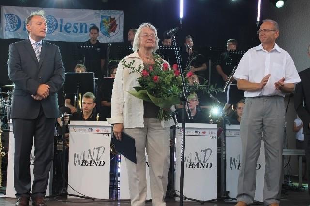 Od lewej: burmistrz Sylwester Lewicki, Erika Hahnwald i przewodniczący rady miejskiej Piotr Antkowiak.
