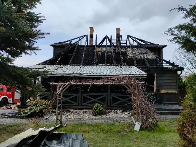 Plebania uległa spaleniu. Nadzór budowlany zdecyduje, czy budynek nadaje się do odbudowy, czy trzeba stawiać od podstaw.
