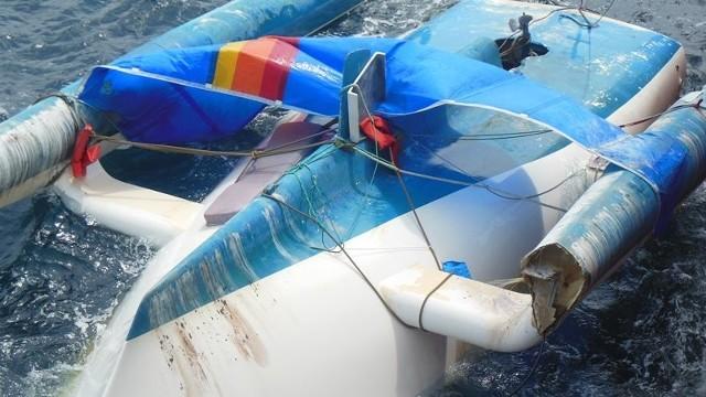 Przewrócony katamaran na Pacyfiku. Nie znaleziono nikogo z rozbitków.