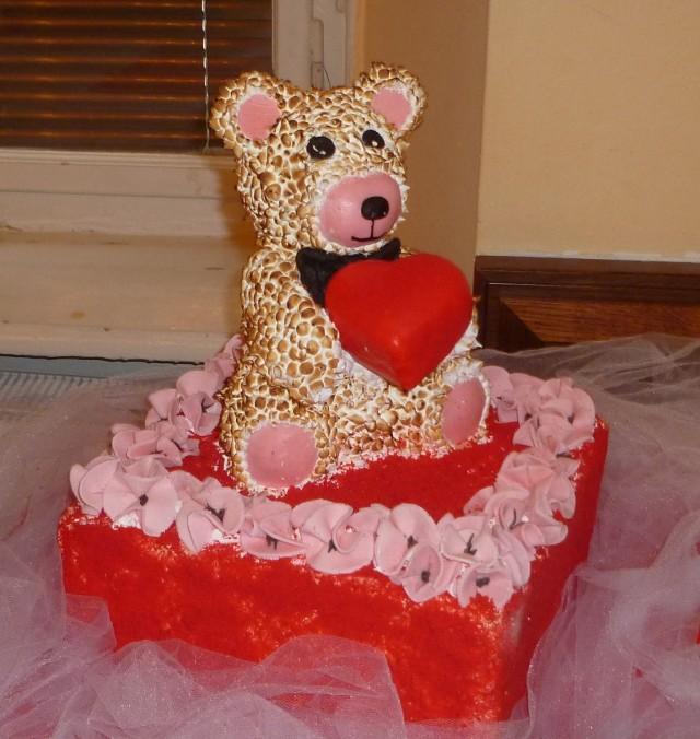 Walentynkowy Rad Velvet Cake pozwolił Kasi Król zdobyć brązowy medal. Futerko misia to beza opalona palnikiem.