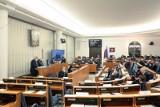 Nie dla środków dla KRRIT. Tak dla dofinansowania leczenia chorób nowotworowych. Senat przyjął poprawki do ustawy budżetowej na 2021 rok