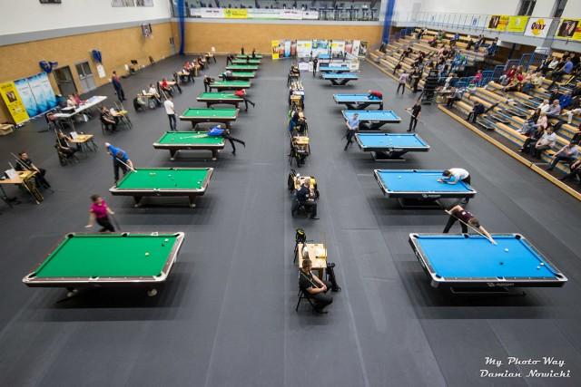 Hala w Rokietnicy od kilku dni opanowana jest już przez bilardzistów. Najważniejsze pojedynki turnieju Quay Rokietnica Open zaplanowane są jednak dopiero na najbliższą niedzielę