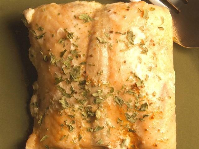 Łosoś z grilla to smaczne danie.