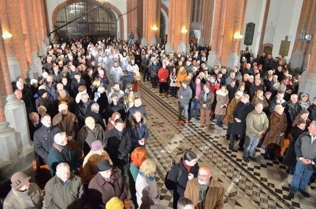 Czy białostoczanie chodzą do kościoła na niedzielne msze święte? Czy liczba sakramentów w diecezji białostockiej zmalała? Instytut Statystyki Kościoła Katolickiego podał najnowsze dane.