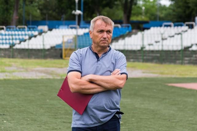 Trener Hutnika Leszek Janiczak testował kolejnych zawodników w Hutniku