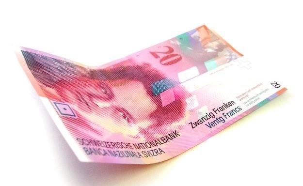 Propozycja KNF dotyczy osób, które mają kredyty we wszystkich obcych walutach, jednak frankowicze mogliby na tym skorzystać.