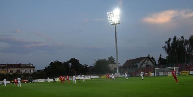 Kibice i piłkarze Resovii mają dobre wspomnienia z Niepołomic, gdzie na inaugurację Fortuna 1 Ligi wygrali 3:0.