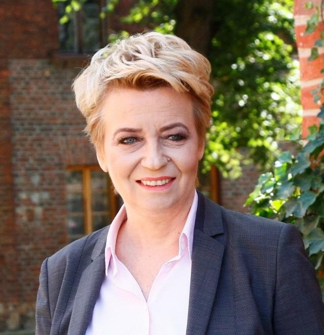 Prezydent Łodzi, Hanna Zdanowska dostaje coraz więcej kosztownych prezentów, które musi wpisywać do rejestru korzyści majątkowych. W całej ubiegłej kadencji zgłosiła do niego 5 rzeczy, ale w tej kadencji, czyli przez zaledwie półtora roku już 10. Zobacz, co dostała prezydent na następnych kartach