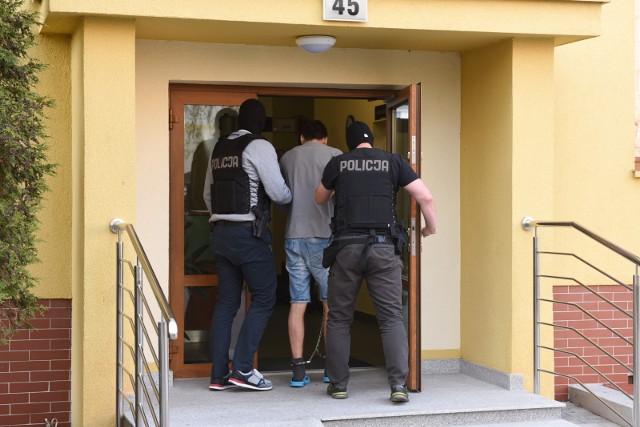 Michał M. był poszukiwany listem gończym. Funkcjonariusze policji zatrzymali go 1 czerwca, a 2 czerwca prokurator przedstawił mu zarzuty.
